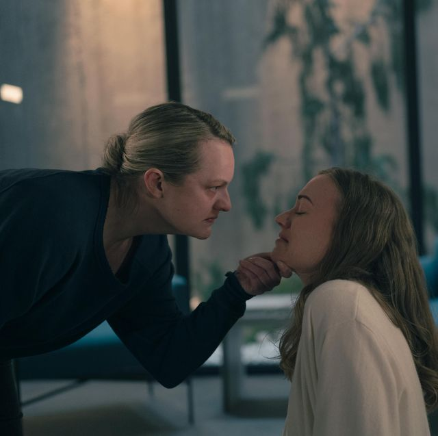 """the handmaid's tale    """"home""""   episode 407    june struggles with her newfound freedom, reuniting with loved ones and confronting her nemesis, serena june elisabeth moss and serena waterford yvonne strahovski, shown photo by sophie giraudhulu"""
