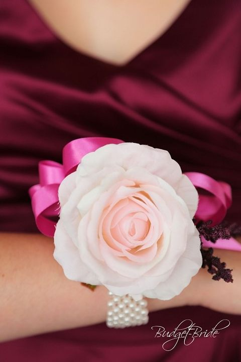 Where to buy a corsage 7 places to buy cheap and pretty prom flowers corsage mightylinksfo