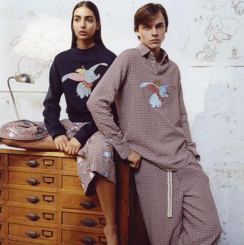 b85be4f6e Dumbo toma la nueva colección de Loewe- Loewe se inspira en Dumbo ...