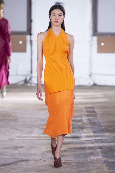 come indossare l'arancione, arancione abbinamenti, colori moda estate 2019