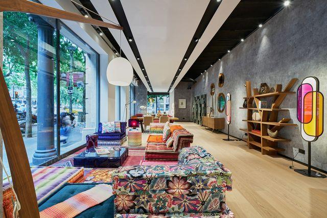 nueva tienda de roche bobois en barcelona calle paris