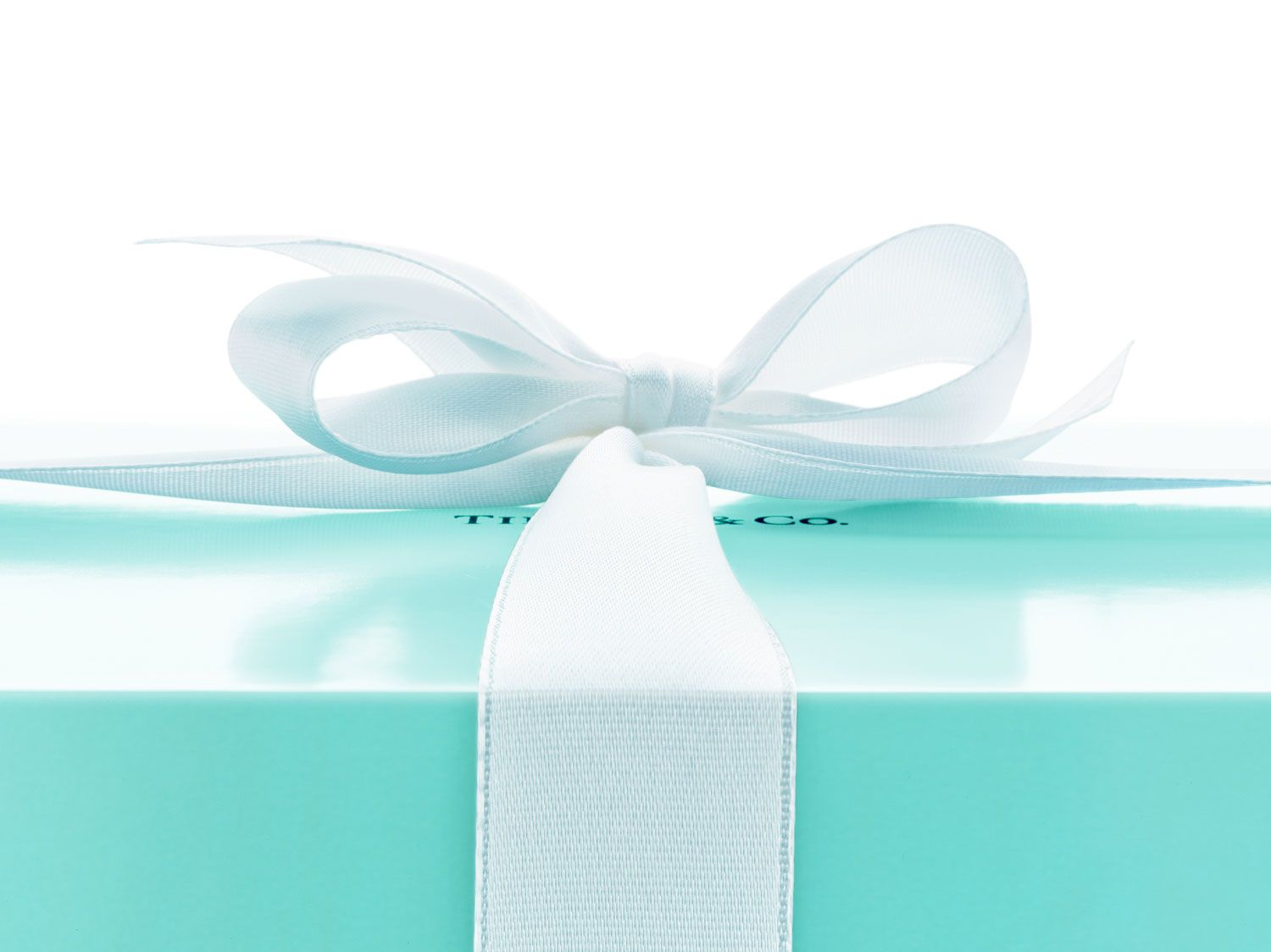 5b7b19a9a 15 Best Tiffany's Gifts - Classic Tiffany Presents to Give That Tiffany Box