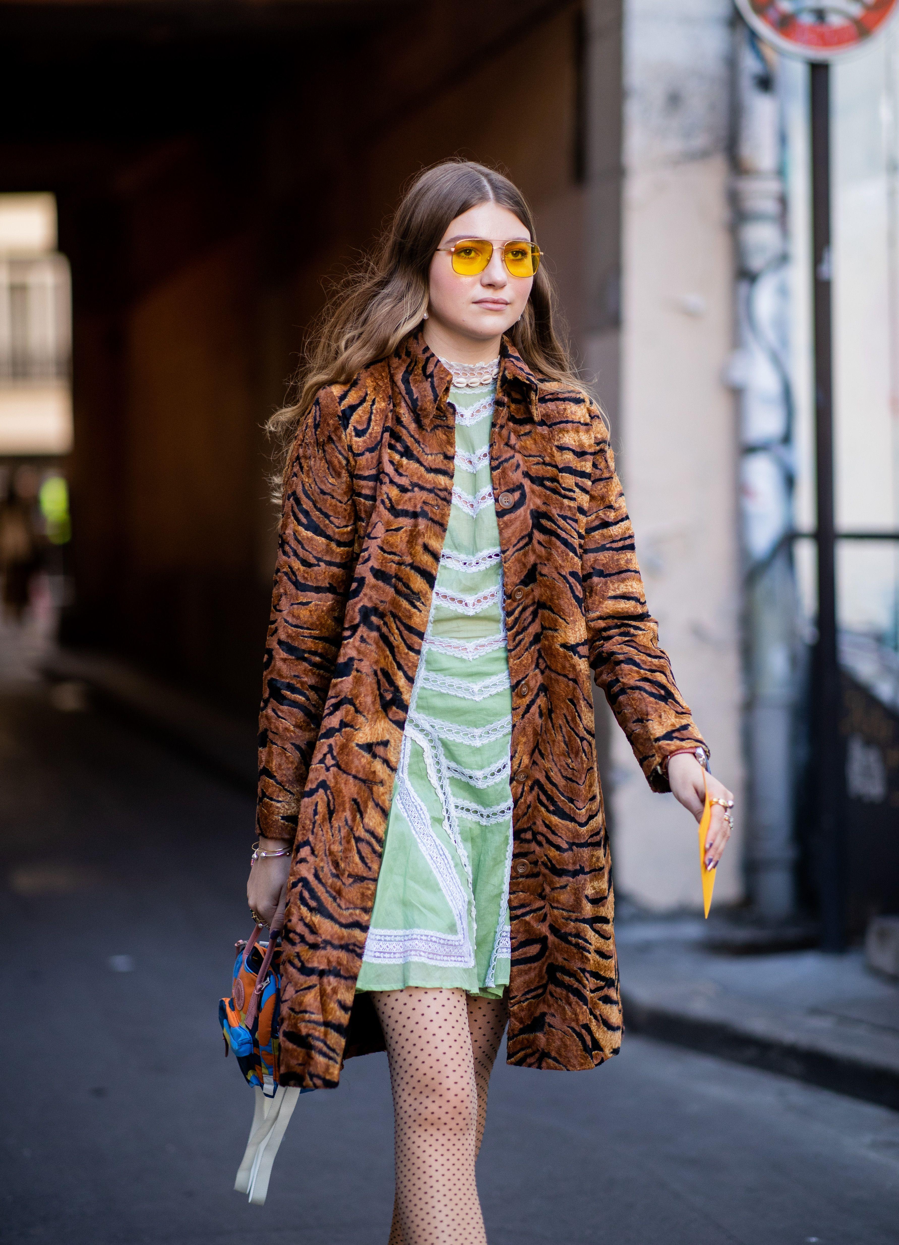 tiger-print-jacket-street-style-1541011697.jpg (3566×4937)