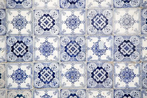 how to use tiles in your bathroom