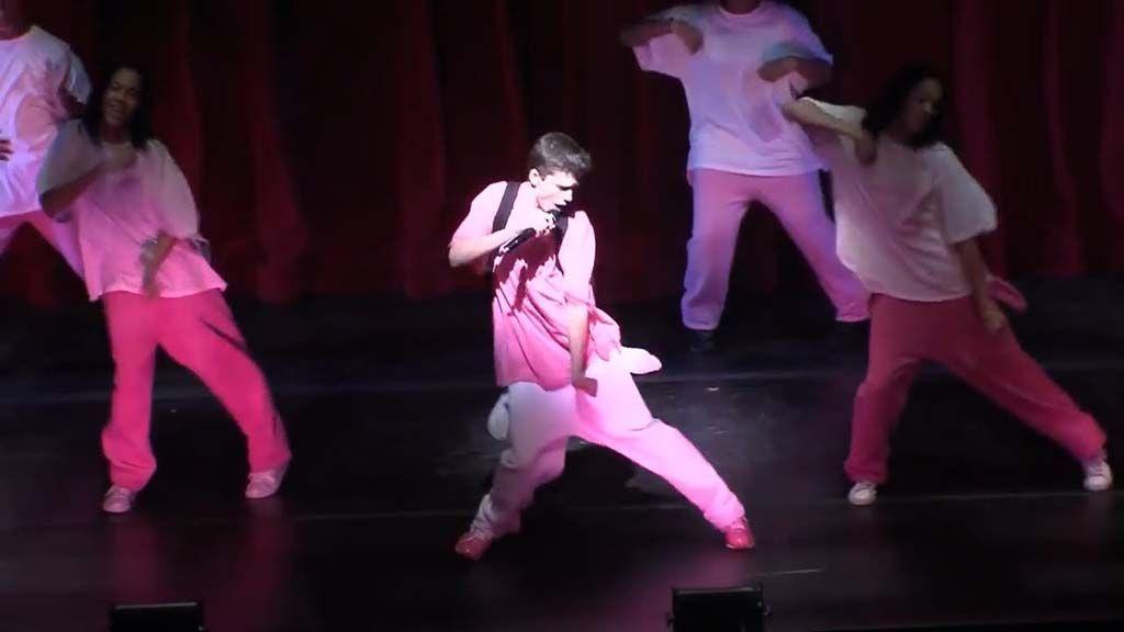 Timothee Chalamet bailando