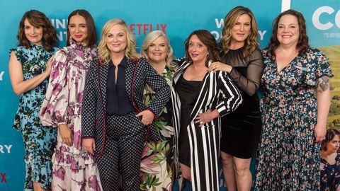 Fine Amy Poehler And The Cast Of Wine Country Are Hilariously Home Remodeling Inspirations Genioncuboardxyz
