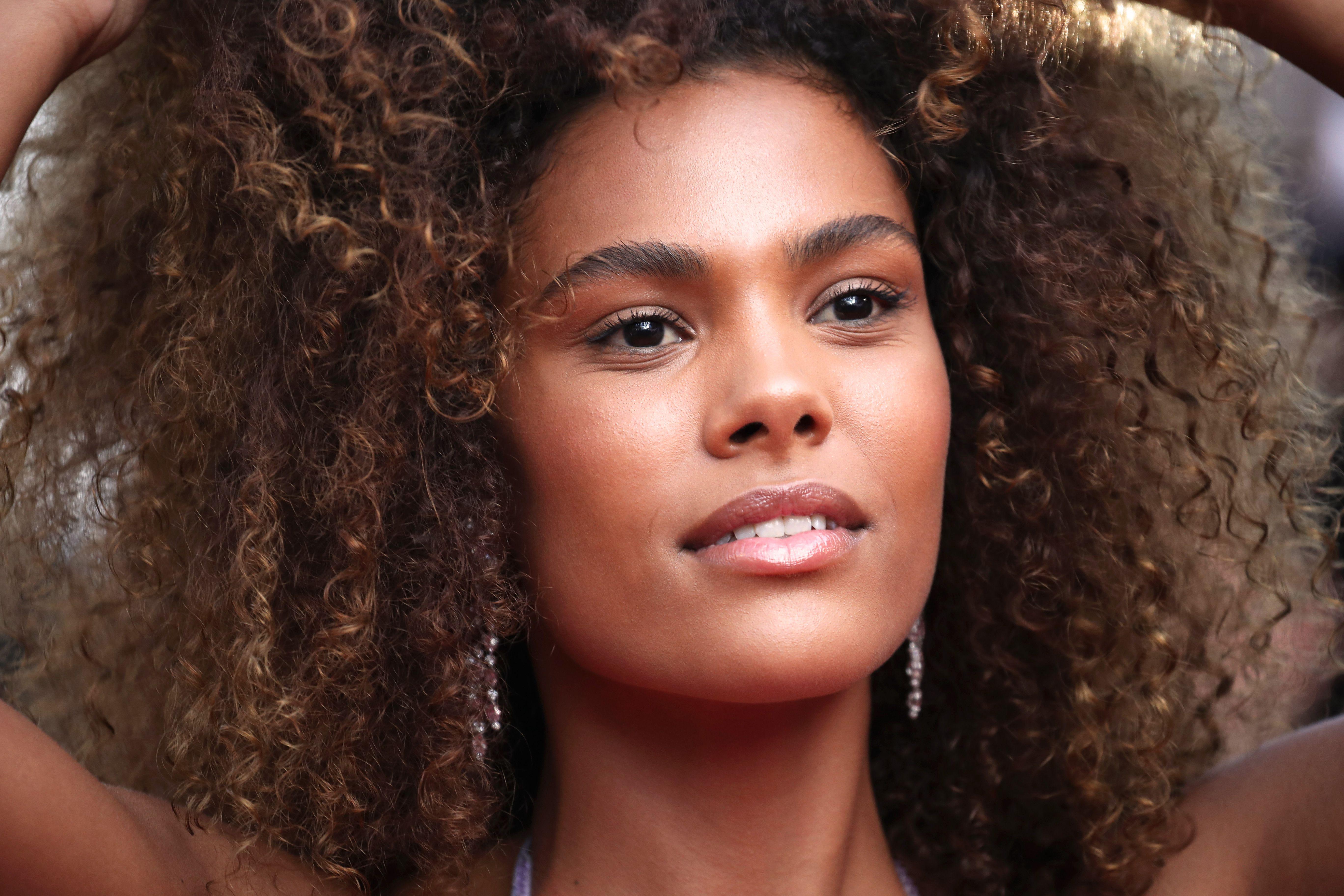 The 12 Best Hair Growth Vitamins For Longer, Fuller Hair