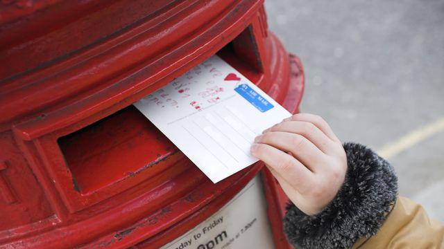 8歳の少女が、天国にいる父に書いた手紙。その手紙が紡いだ心温まるニュースが、注目を浴びています。8年前に夫を亡くした、イギリス在住のサラ・タリーさん。今年の父の日、「パパに手紙を出したい」という娘のシアナちゃんの願いを聞き入れ、天国宛の手紙をポストに投函したところ、予期せぬ展開に…。