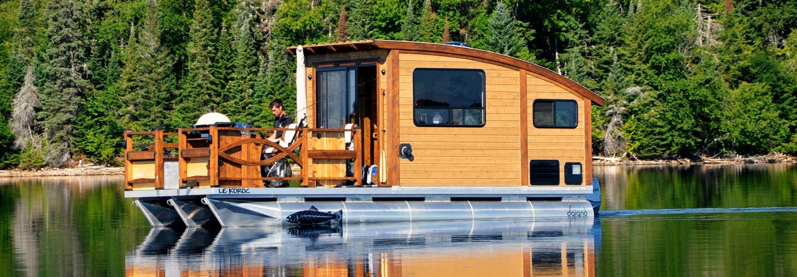 You Could Live In This Tiny Houseboat For $61,000