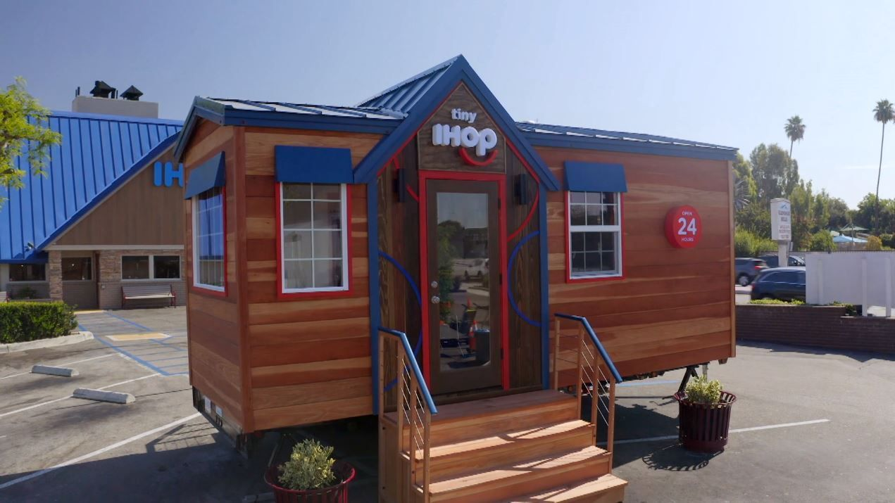 IHOP Opened A Tiny House Of Pancakes That Is Serving Up Free Dinner If You Make A Reservation