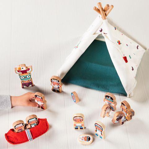 Tippi de juguete con indios