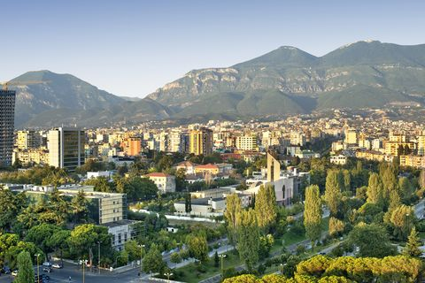 Urban area, Metropolitan area, Cityscape, City, Mountainous landforms, Human settlement, Mountain, Daytime, Hill, Residential area,