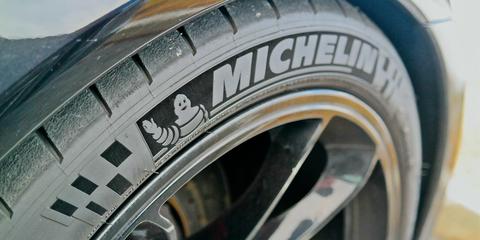 Tire, Automotive tire, Synthetic rubber, Wheel, Auto part, Automotive wheel system, Motor vehicle, Rim, Alloy wheel, Tread,