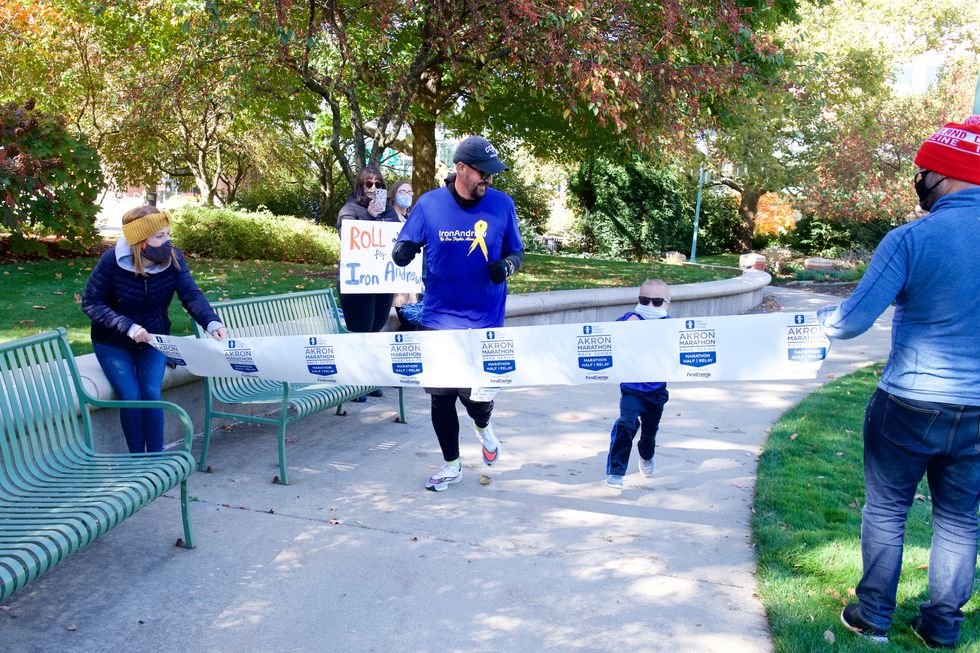 Ohio Dad Runs His First Marathon Around a Hospital to Honor His Son With Cancer thumbnail