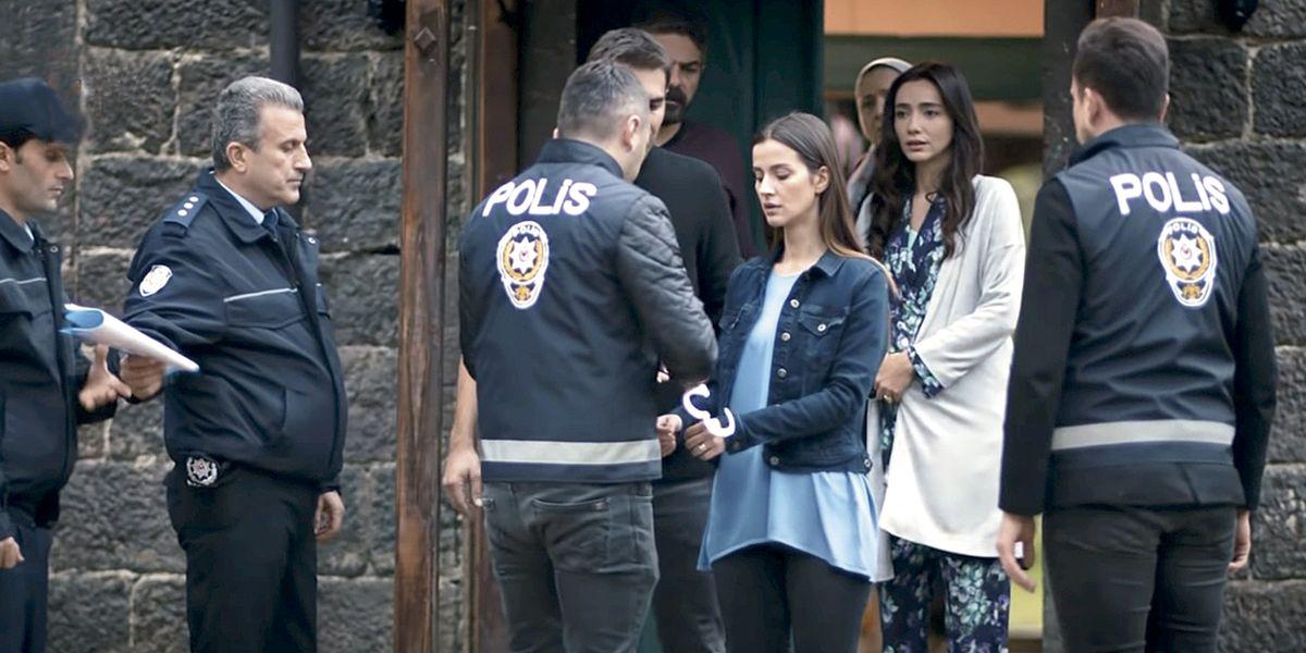 Nefes es arrestada tras darse una oportunidad con Tahir; 'Fugitiva'