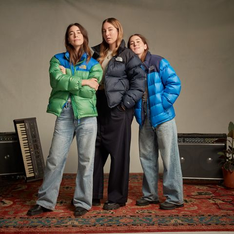haim sisters standing in north face jackets