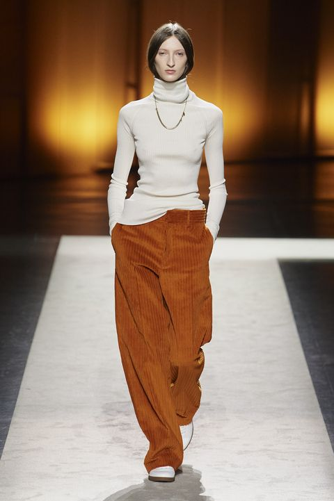 Fashion model, Fashion show, Fashion, Runway, Clothing, Human, Public event, Waist, Fashion design, Event,