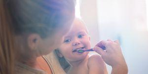cuidado de los dientes de los niños desde que les sale