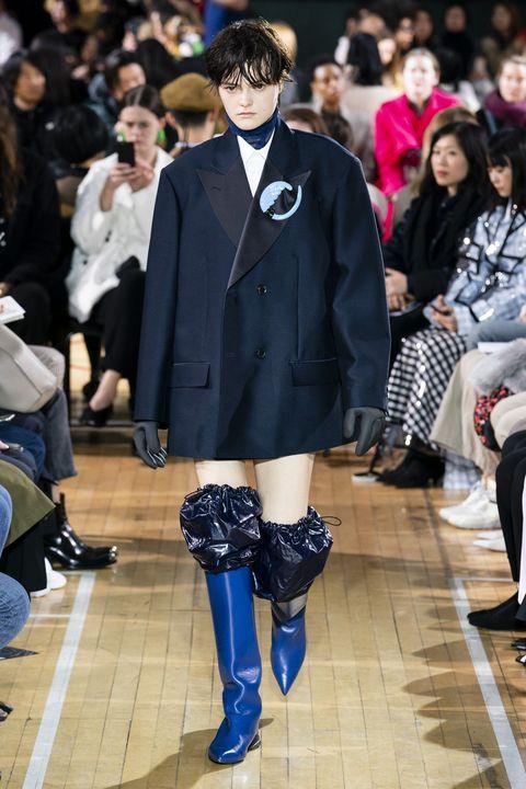 Fashion, Clothing, Runway, Fashion show, Footwear, Street fashion, Outerwear, Event, Fashion model, Spring,