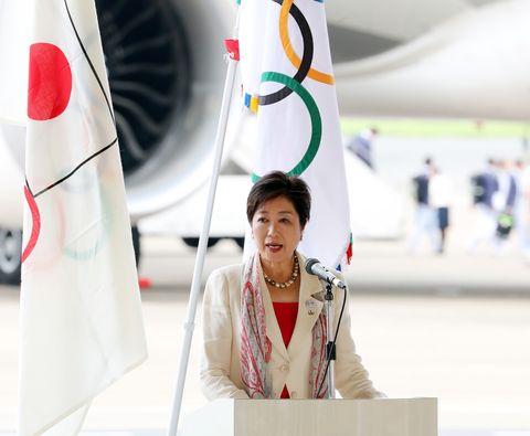 la gouverneur de tokyo yuriko koike accueille la délégation olympique japonaise de retour de rio de janeiro