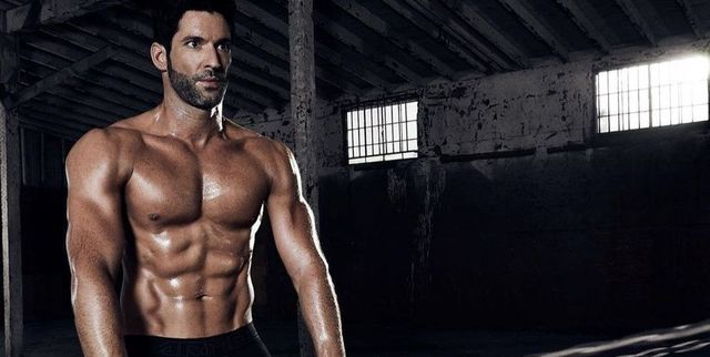 tom ellis 'lucifer' ganó 9 kilos de músculo con este entrenamiento infernal de brazos y abdominales