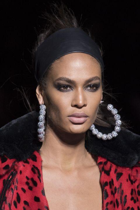 Hair, Lip, Face, Eyebrow, Fashion, Hairstyle, Beauty, Black hair, Fashion model, Skin,