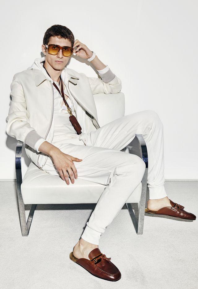 modelo con gafas de sol estilo retro