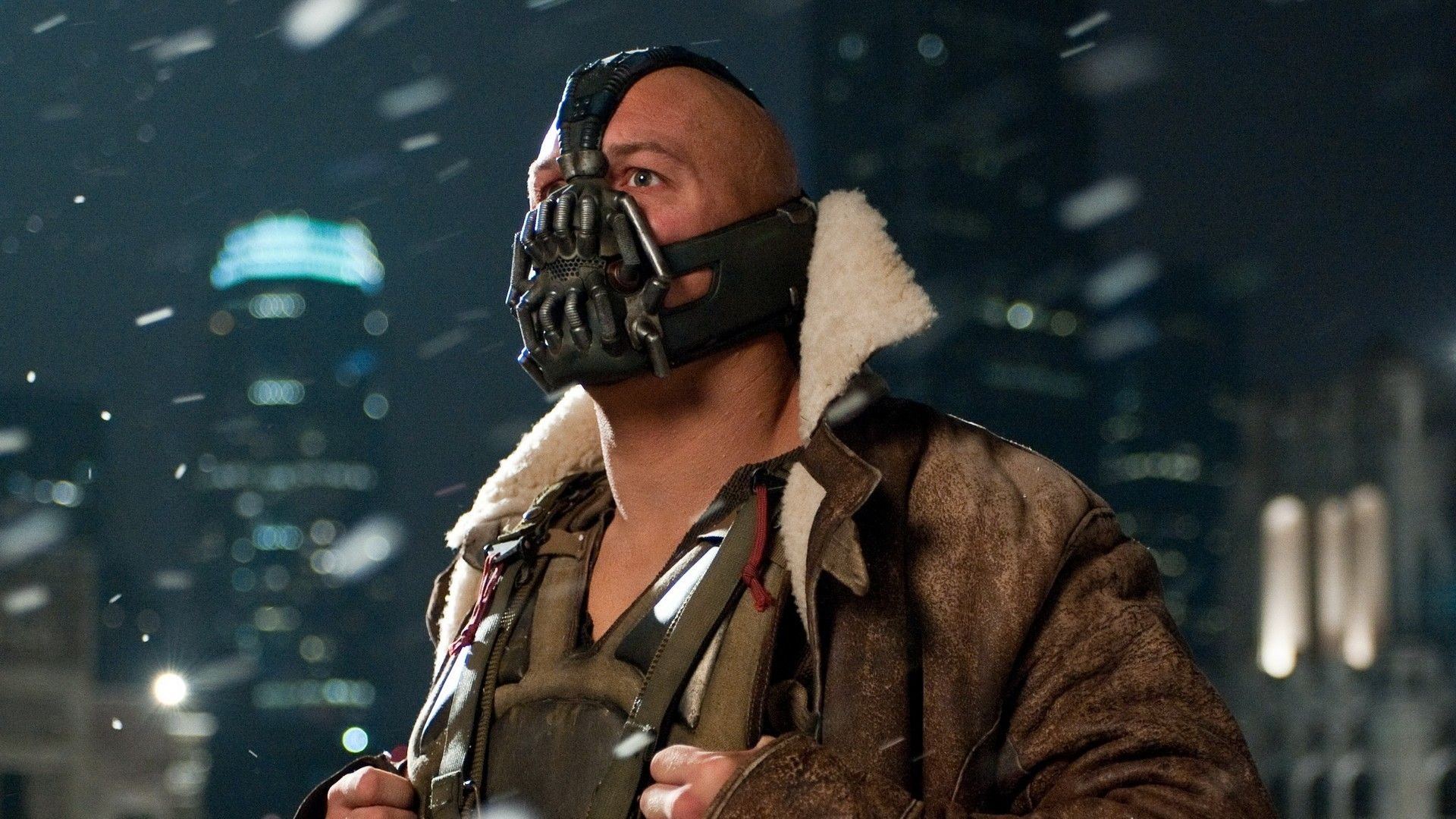 Gotham S Bane Actor Defends Costume And Hints At Tom Hardy Inspiration For Voice