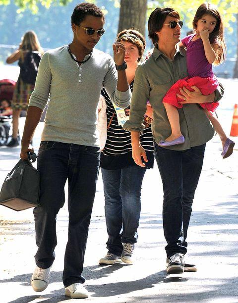 People, Jeans, Fun, Fashion, Walking, Interaction, Footwear, Leg, Gesture, Tourism,