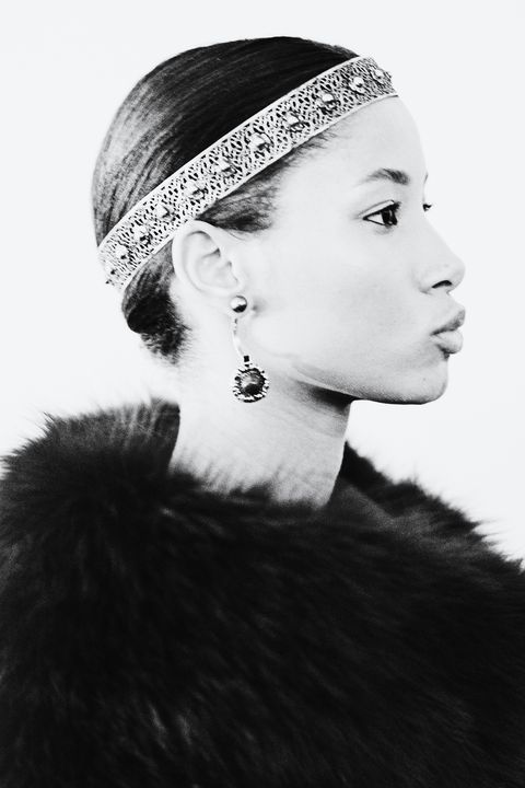 Hair, Fur, Headpiece, Clothing, Hair accessory, Beauty, Hairstyle, Fashion accessory, Black-and-white, Headgear,
