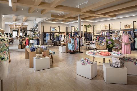 Boutique, Building, Outlet store, Retail, Interior design, Fashion, Footwear, Floor, Shopping mall, Collection,