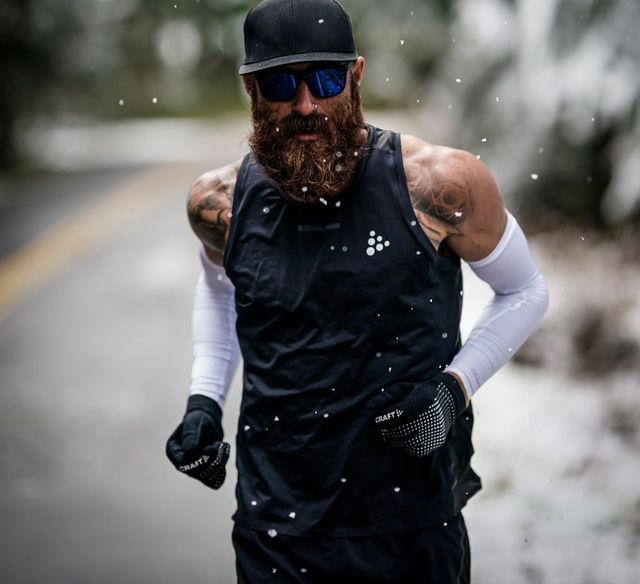 tommy lee rivers running in the snow