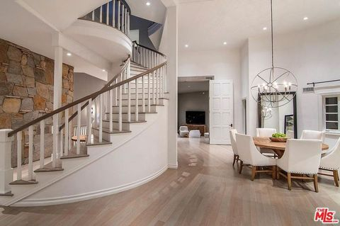 Property, Interior design, Stairs, Room, Floor, Building, Ceiling, Wood flooring, Furniture, House,