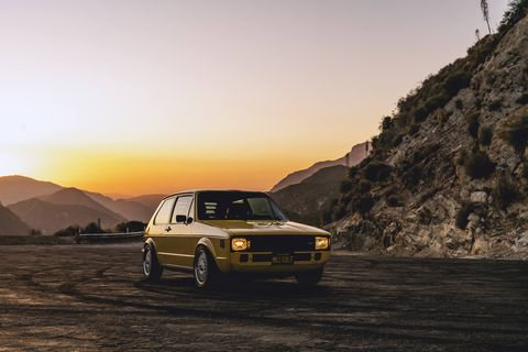 Land vehicle, Vehicle, Car, Regularity rally, Yellow, Automotive design, Screenshot, Coupé, Family car, Classic car,