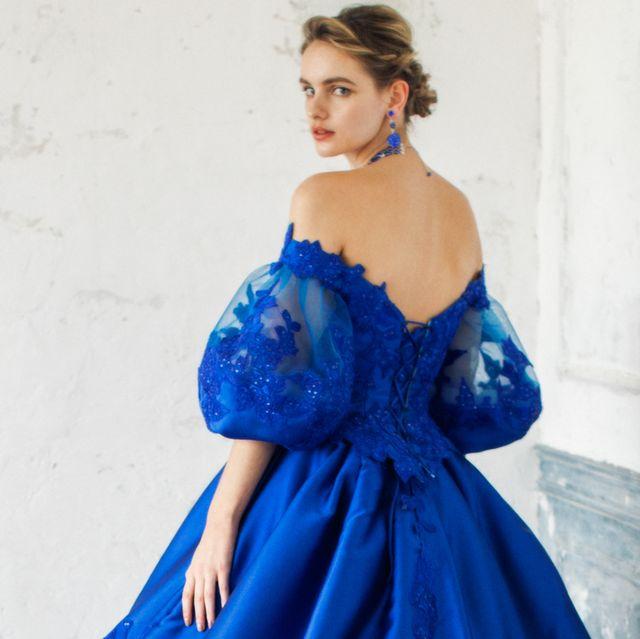 桂由美ブライダルハウスのドラマチックなカラードレス
