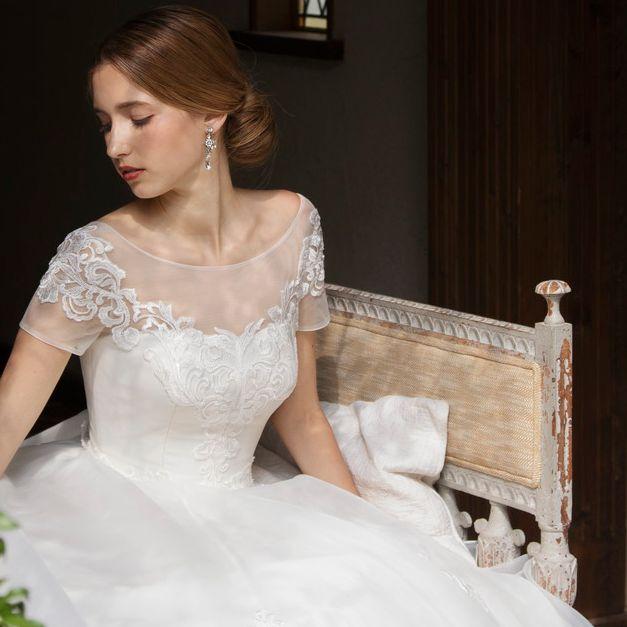 イノセントリーのデコルテコンシャスなドレス