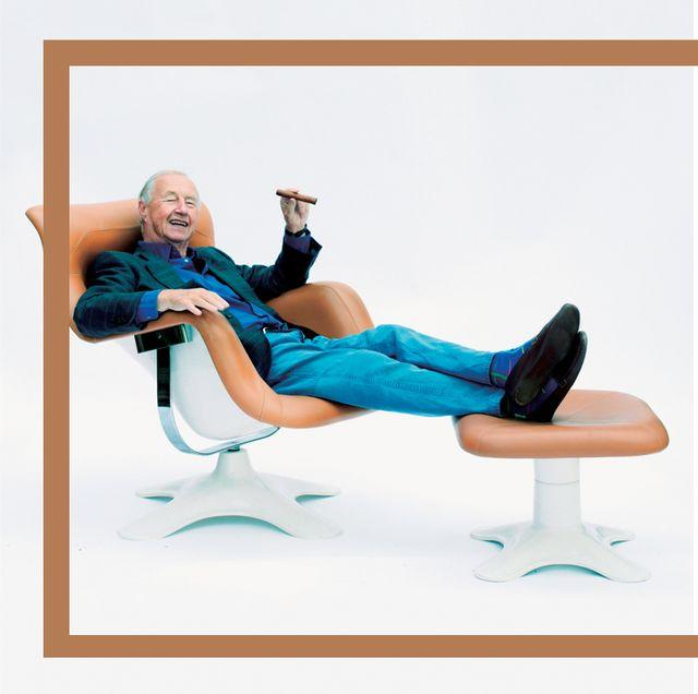Room, Furniture, Comfort, Knee, Foot, Rectangle, Ankle, Armrest,
