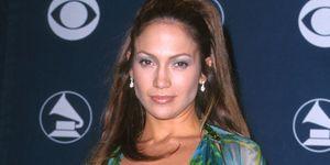 Jennifer Lopez Versace jurk sneaker