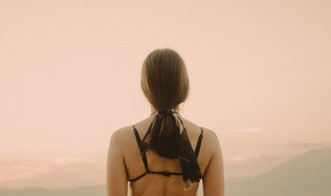 Hair, Shoulder, Back, Skin, Neck, Joint, Hairstyle, Long hair, Photography, Hand,