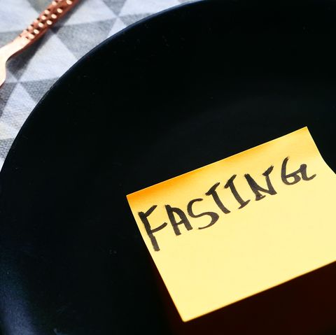 top view of fating word on sticky note on empty plate