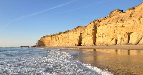 Body of water, Cliff, Coast, Sea, Coastal and oceanic landforms, Headland, Shore, Klippe, Rock, Natural landscape,