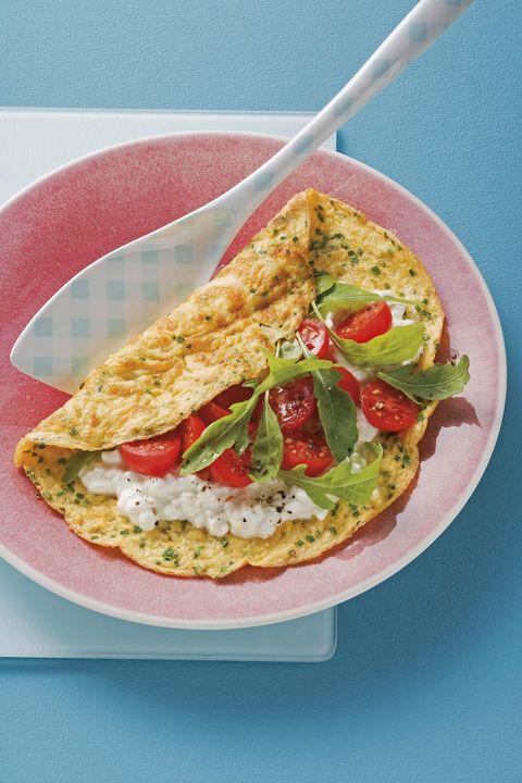 tortilla a las finas hierbas con arroz y tomates