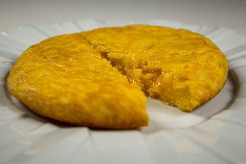 tortilla de patatas del restaurante hevia, madrid