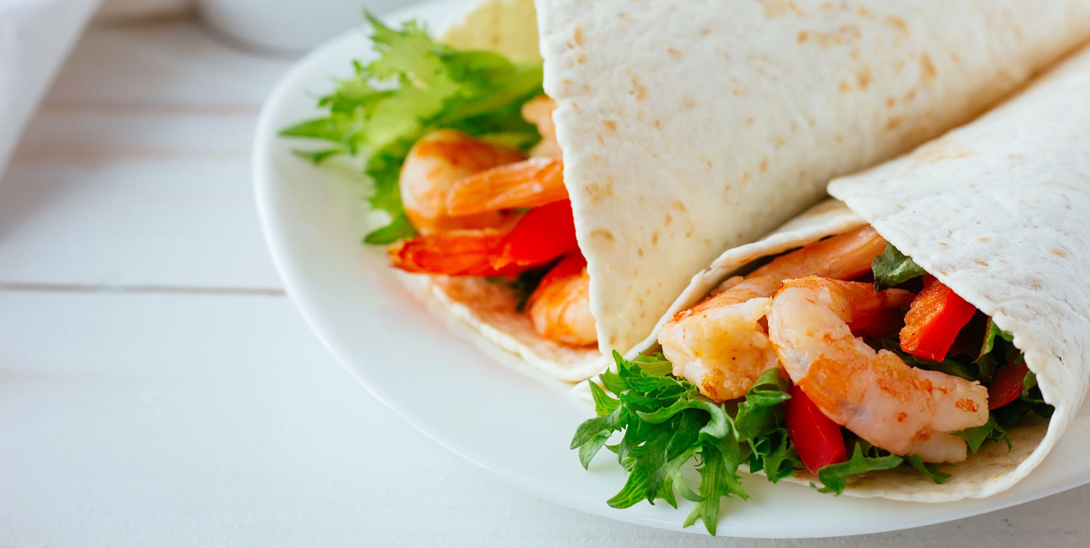 Tortilla with shrimps and salad
