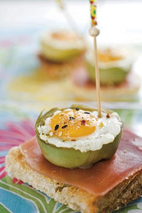 aperitivos de navidad tosta de alcachofa y huevo