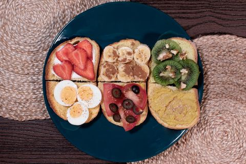 tostadas diferentes saladas y dulces