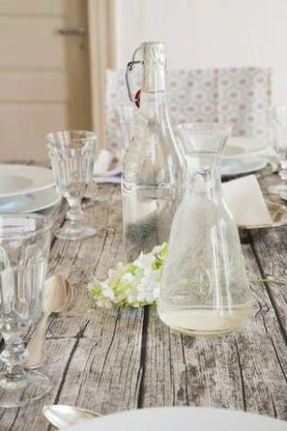Glass, Serveware, Drinkware, Dishware, Bottle, Stemware, Tablecloth, Barware, Linens, Cutlery,