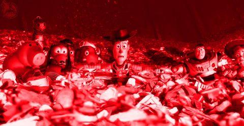 todos los personajes de toy story 3 en la dramática escena de la incineradora en el vertedero de basuras