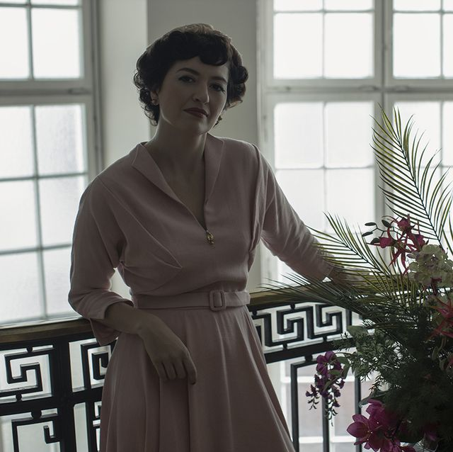 the queen's gambit l to r marielle heller as alma wheatley in episode 103 of the queen's gambit cr phil braynetflix © 2020