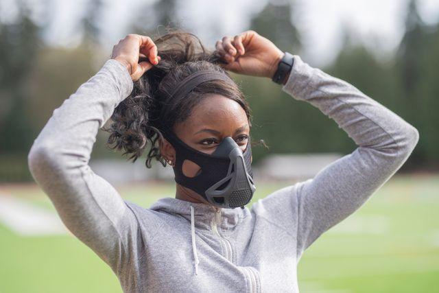 track athlete using high altitude training mask